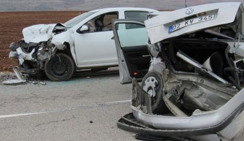 Kahta'da 2 Otomobil Çarpıştı: 5 Yaralı