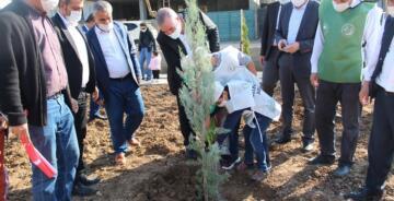 Kahta Belediyesi Fidan Dikme Etkinliği Düzenledi