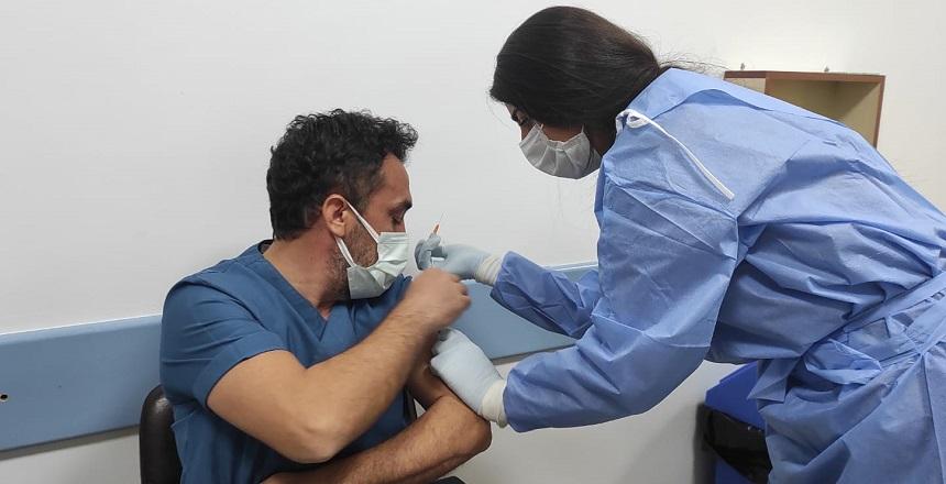 Kahta'da Sağlık Çalışanları Aşılanıyor